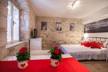 Apartment and Room Ursa